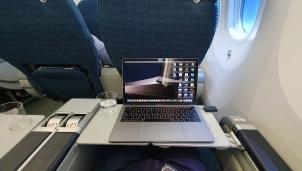 """Macbook sẽ tiếp tục được """"bay"""" trở lại kể từ ngày 15/11"""
