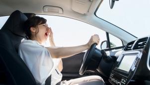 Lái xe an toàn: Cách chống buồn ngủ hữu hiệu khi lái xe
