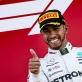 Vô địch F1, Lewis Hamilton thử cảm giác lái siêu mô tô Yamaha YZR-M1 của Valentino Rossi
