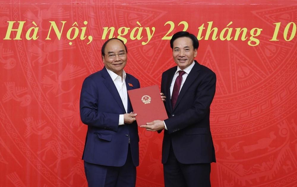 Thủ tướng Nguyễn Xuân Phúc trao quyết định bổ nhiệm tân Phó Chủ nhiệm Văn phòng Chính phủ Trần Văn Sơn